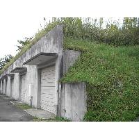 半地下の巨大な倉庫です。