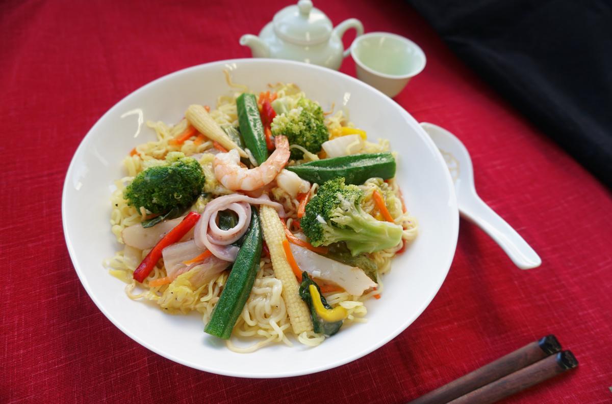 3種海鮮と7種野菜の焼きそば(加工).jpg